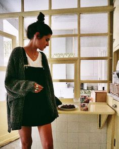 overall dress and a thick knit cardigan. Visit Daily Dress M Fashion Mode, Look Fashion, Fashion Clothes, Fashion Outfits, Womens Fashion, Fall Fashion, Skirt Fashion, Trendy Fashion, Fashion Trends