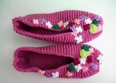 botines de punto hechas de color lila