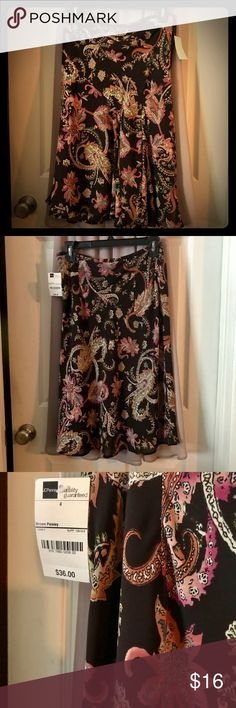 """Women's skirt. Classy mid-length skirt. Unique 'floral' pattern on a dark brown background. Skirt has a slight flare at the bottom, form fitted from waist to thighs. I'm 5'2"""" and it hits just below my knees. Shear outer layer with a lining. 100% polyester. NWT. Size 4. Worthington Skirts Midi"""