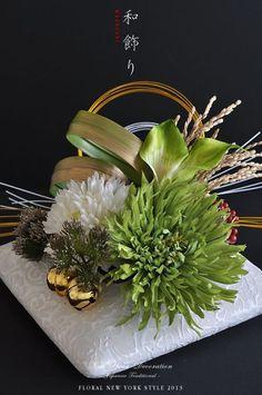 Modern Floral Arrangements, Christmas Flower Arrangements, Ikebana Arrangements, Flower Centerpieces, Flower Decorations, Deco Floral, Arte Floral, Japanese New Year, Flora Design