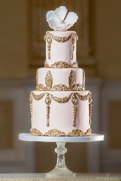 Elegant blush and gold wedding cake #weddingcake