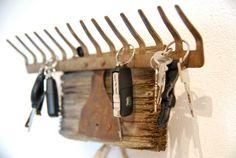 """... oder """"so kann man alten Kram vom Trödel auch verwenden""""! Da bei uns im Schwedenhaus die Schlüssel grundsätzlich Beine bekommen, musste ..."""