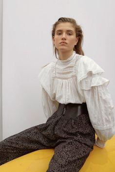 Étoile Isabel Marant Pre-Fall 2019 Fashion Show Star Isabel Marant Pre-Fall 2019 Collection - Vogue Fashion Week, Look Fashion, High Fashion, Autumn Fashion, Fashion Outfits, Fashion Trends, Fashion Online, Isabel Marant, Mode Streetwear