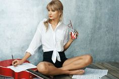 List of the sexiest barefoot, high heels, sandals, open-toed shoe, and beach time Taylor Swiftfeetpictures, ideally close-upfeetphotos.