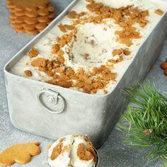 Pepparkaksglass :P Tar ca 5 min att göra (exklusive frysning). Xmas Food, Christmas Sweets, Christmas Baking, Delicious Desserts, Yummy Treats, Sweet Treats, Yummy Food, Swedish Recipes, Sweet Recipes