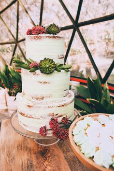 Tropical Mid-Century Modern Wedding Inspiration with Spanish Flair ...