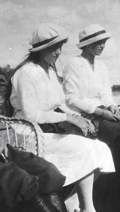 Grand Duchesses Anastasia and Maria Nikolaevna, ca. Anastasia Romanov, Grand Duchess Olga, House Of Romanov, Tsar Nicholas Ii, Historical Women, Imperial Russia, European History, Siblings, Family Photos