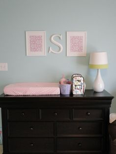 dresser/changing table yellow onlamp