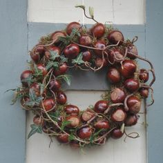 Efterårskrans med kastanjer