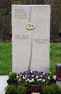 Handwerkliche Grabsteine | Steinmetz Herbert Baldauf Immenstadt Allgäu Cemetery Headstones, Cemetery Art, Tombstone Designs, Steinmetz, Stone Sculpture, Funeral Flowers, Memories, Statue, Decoration