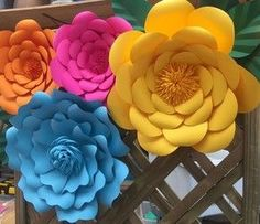 Posts about DIY written by CT Chan, aninspiring editors, Louisa, and Alexandra Flower Wall Backdrop, Paper Flower Wall, Giant Paper Flowers, Diy Flowers, Diy Paper, Paper Crafts, Diy Chandelier, Laura Lee, Last Minute