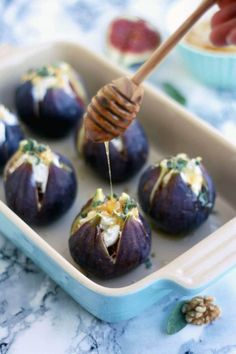 Easy Baked Figs with Goat Cheese, walnuts, honey and sage recipe. Thes… Easy Baked Figs with Goat Cheese, walnuts, honey and sage recipe. These baked figs make for an elegant savory appetizer your guests will love! Fall Appetizers, Healthy Appetizers, Appetizer Recipes, Appetizer Ideas, Fig Appetizer, Dinner Recipes, Fig Recipes Healthy, Shower Appetizers, Canapes Recipes