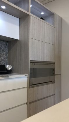 Modern And Trendy Kitchen Cabinets Ideas And Design Tips – Home Decor World Kitchen Room Design, Luxury Kitchen Design, Contemporary Kitchen Design, Kitchen Cabinet Design, Home Decor Kitchen, Interior Design Kitchen, Home Design, Modern Design, Kitchen Ideas