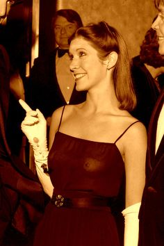 Carrie Fisher at Star Wars premiere, 1977 : OldSchoolCool Debbie Reynolds Carrie Fisher, Carrie Frances Fisher, Carrie Fisher Photos, Leia Star Wars, The Blues Brothers, Cinema Tv, Han And Leia, Actrices Sexy, Leila