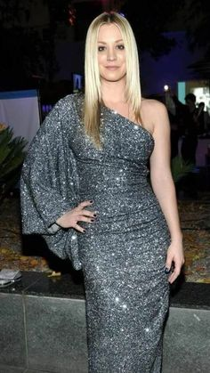 How Kaley Cuoco Bypassed the Awkward Stages in Growing Out Her Hair – Celebrities Female Beautiful Celebrities, Gorgeous Women, Kaley Cucuo, Amanda Bynes, Voluptuous Women, Hollywood Walk Of Fame, Best Actress, Big Bang Theory, Bigbang