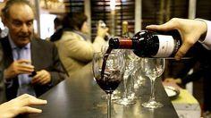 El sector del vino genera en Castilla y León más de 680 millones de euros anuales, de los que 135 corresponden a exportaciones, además de emplear de forma directa a más de 20.000 personas. Estos datos fueron ofrecidos hoy por la viceconsejera de Desarrollo Rural de la Junta, María Jesús Pascual, durante la inauguración de una jornada dedicada al vino dentro del marco de la estrategia AgroHorizonte 2020, según ha publicado Ical.