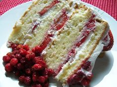 Shortcake aux fraises - Recettes du Québec Canadian Dishes, Canadian Cuisine, Bon Dessert, Dessert Bars, Baking Recipes, Cake Recipes, Dessert Recipes, Glaze For Cake, Pastry Board