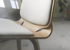 Viggo chair made from two curving plywood pieces by ShapingYourDay Simple Furniture, Plywood Furniture, Dining Furniture, Modern Furniture, Furniture Design, Danish Design, Modern Design, Joinery Details, Love Chair