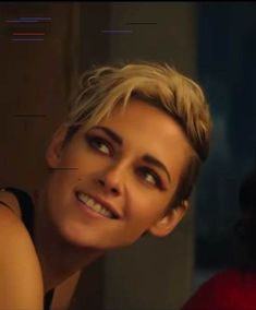 """J'ai dit que je ne sais pas ce que je ferai ! My Body Wasn't Ready For Kristen Stewart In The """"Charlie's Angels"""" Trailer Naomi Scott, Top Hairstyles, Latest Hairstyles, Trending Haircuts, Cool Haircuts, Robert Pattinson, Kristen Stewart Short Hair, Kirsten Stewart Style, Style Outfits"""