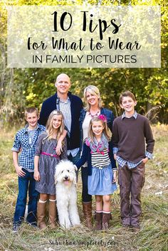 Tips for What to Wear in family pictures. Take the stress out of what to wear with these helpful tips. Make lasting memories in these Family Photo Outfits Family Photos What To Wear, Large Family Photos, Fall Family Pictures, Family Pics, Ideas For Family Photos, Outfits For Family Pictures, Fall Family Picture Outfits, Summer Family Photos, Outdoor Family Photos