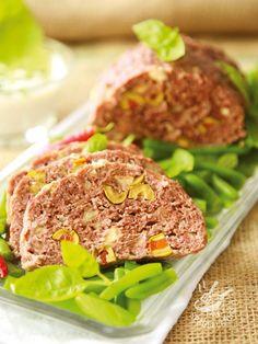 Invitante e succulento, il Polpettone salsiccia e formaggio piace sempre a tutti. E con un contorno di patate arrosto o un'insalata, la cena è servita!