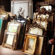 One of our most popular tours is the les Marché aux Puces - but do you know the History of the Paris Flea Market? The Antiques Diva's tour of les Puces Flea Market Style, Flea Market Finds, Antique Market, Antique Shops, Brocante Paris, Napoleon Solo, Art Antique, Antique Mirrors, Ornate Mirror