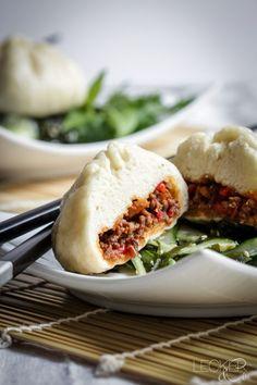 Baozi mit Rindfleisch-Sambal-Füllung und Wakame-Gurken-Salat - LECKER&Co | Foodblog aus Nürnberg