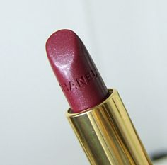 Chanel Rouge Allure Envoutante Swatch, Chanel Makeup, Fashion Beauty, Lipstick, Halloween, Style, Red, Swag, Lipsticks