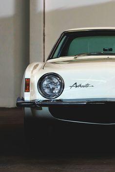 Avanti — The car from Palm Springs Vintage Bikes, Vintage Cars, Vintage Metal, Us Cars, Sport Cars, My Dream Car, Dream Cars, Old American Cars, Car Hood Ornaments