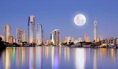 LA LUNA - Brand new waterfront, a Surfers Paradise House   Stayz