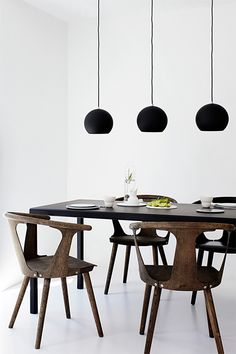 &tradition: In Between Chairs http://www.designville.cz/in-between and Topan Pendant Lights http://www.designville.cz/zavesne-svetlo-topan-cerna-zlata