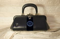 Borsa Roberta di Camerino 'Bagonghi' contemporanea  -pelle e velluto blu-    € 390     per l'acquisto contattaci su info@petitnoir-vintage.it