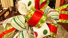 How To Make a Funky Christmas Bow | DIY Joy Projects and Crafts Ideas Christmas Tree Bows, Christmas Tree Toppers, Christmas Wrapping, Christmas Crafts, Homemade Christmas, Christmas Projects, Holiday Crafts, Making Bows For Wreaths, Bow Making Tutorials