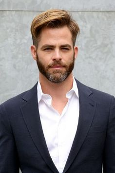Chris Pine Jets to Milan for Giorgio Armani Fashion Show!: Photo Chris Pine looks mighty fine in a suit while attending the Giorgio Armani Show held during 2015 Milan Menswear Fashion Week Spring Summer on Tuesday (June in… Chris Pine, Giorgio Armani, Hair And Beard Styles, Hair Styles, Leeds, Spring 2015 Fashion, Mens Fashion Week, Man Fashion, Boy Hairstyles