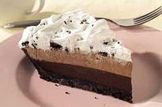 OREO(R) Triple Layer Chocolate Pie Recipe: 32 oreos, cup butter melted, 2 cups milk, 2 pkg jello chocolate flavor instant pudding & pie filling, 1 tub Cool Whip whipped topping Easy Chocolate Pie, Chocolate Pie With Pudding, Chocolate Pie Recipes, Chocolate Cream, Jello Pudding Pie, Pudding Pies, Just Desserts, Delicious Desserts, Dessert Recipes