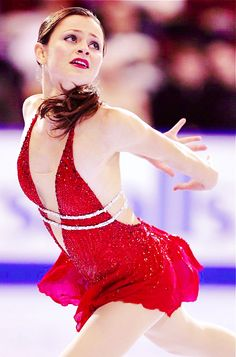 Sasha Cohen love this dress Ice Dance Dresses, Figure Skating Dresses, Skating Pictures, Skate 3, Gym Leotards, Figure Skating Costumes, Women Figure, Ice Ice Baby, Ice Skaters