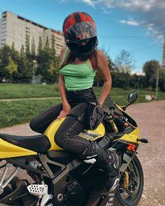 Motorbike Girl, Motorcycle Girls, Motorcycle Style, Ride 2, Bike Photo, Biker Girl, Helmets, Motorbikes, Badass