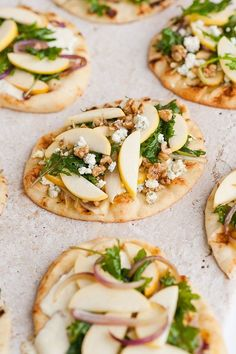 Naan flatbread pizzas 3 ways, with /opalapples/. Click through for all 3 recipes. #sponsored