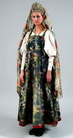 Russian costume of North. Collection of folk costumes in the State Russian Museum
