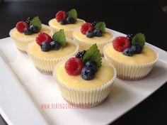 Mini cheesecakes s citronovým krémem Cheesecake Recipes, Dessert Recipes, Low Carb Brasil, Mini Cheesecakes, Small Desserts, Salty Cake, Mini Muffins, Recipes From Heaven, Savoury Cake