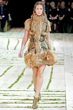 Alexander McQueen Spring 2011 Ready-to-Wear Fashion Show - Marike Le Roux