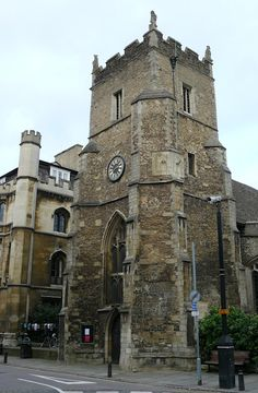St Botolph's Parish Church in Cambridge, England. - I've been here in my high school choir trip Beautiful Castles, Beautiful Buildings, Great Britain United Kingdom, Cambridge Uk, Houses Of The Holy, Medieval World, Cathedral Church, Sundial, English Countryside
