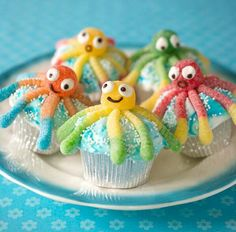 Use gummy worms and gumdrops to create these tasty octopus cupcakes! || beach, ocean, vacation