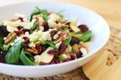 Apple, walnut and cranberry salad | Salada de maçã, nozes, cranberry, espinafre e queijo feta | #salada #salad