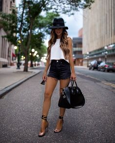 ideas summer brunch outfit classy flats for 2019 Summer Brunch Outfit, Hot Summer Outfits, Spring Outfits, Summer Date Night Outfit, Black Shorts Outfit Summer, Black Wedges Outfit, Summer Clothes, Mode Outfits, Short Outfits