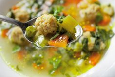 Zeleninová polievka s kuracími knedličkami Food Design, Chowder, Stew, Potato Salad, Chili, Potatoes, Cooking, Ethnic Recipes, Soups