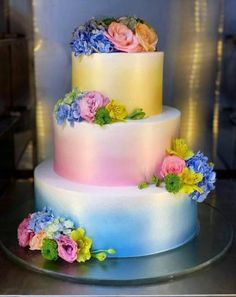 For those with a sweet tooth, selecting the perfect wedding cake for one's wedding can prove to be one of the favorite aspects of the wedding planning process. Wedding Cake Centerpieces, Cool Wedding Cakes, Beautiful Wedding Cakes, Wedding Cake Designs, Wedding Cake Toppers, Beautiful Cakes, Amazing Cakes, Fresh Flower Cake, Cake Tasting