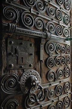 Slot van bronzen deur