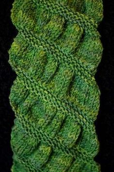 Gathered Scarf. Knitting. Beginner. Free Pattern.. Perfect for or own DTK Gather Yarn!