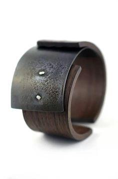 Inspiration accessoiers. Bracelet de bois par Gustav Reyes #design #brown #bracelet